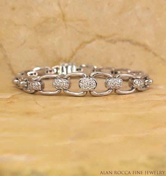 Graduating Open Link Bracelet with Pave Set Diamonds