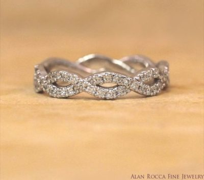 Interlocking Round Cut Diamond Eternity Band